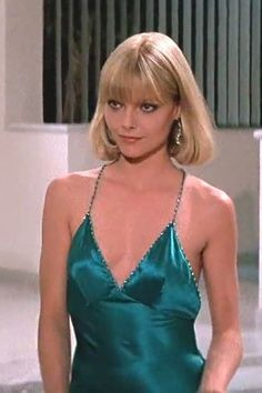 Michelle Pfeiffer - Scarface by Brian De Palma - & Universal Pictures Scarface Costume, Michelle Pfeiffer Scarface, Elvira Hancock, Mode Old School, Mode Disco, Popular Halloween Costumes, Celebrity Halloween Costumes, Actrices Hollywood, Iconic Movies
