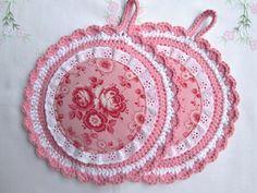 Topflappen mit Rosen-Applikation in rosa-weiß von Barosa auf DaWanda.com