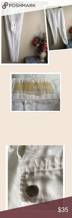 "Michael Michael Kors Linen Cargo Pants ❌❌Final Price..❌❌NO OFFERS❌❌ Michael Michael Kors 100% Linen Cargo Pants. 2 side and 2 back pockets. Signature logo on buttons. Zipper closure. Tag has been removed with size. Approximate measurements: Waist: 39"", Seam: 32"" Length: 41"". Gently worn. If this condition is not right for you do not purchase. Cheers🍸🍸 MICHAEL Michael Kors Pants"