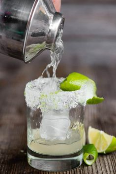 The most perfect classic Margarita recipe is quick and easy to make. This lip sm. - The most perfect classic Margarita recipe is quick and easy to make. This lip smacking tequila cock - Classic Margarita Recipe, Margarita Recipes, Drinks Alcohol Recipes, Cocktail Recipes, Drink Recipes, Cocktail Drinks, Pina Colada, Tequilla Cocktails, Summer Cocktails