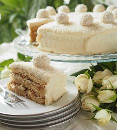 Raffaello-kakku on kookoksenystävän unelma | Kulinaari Raffaella Cake is a coconut lover´s dream come true.