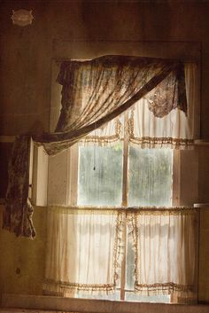 by Ana Rosa Old Windows, Windows And Doors, Antique Windows, Window Coverings, Window Treatments, Shabby Chic Vintage, Sweet Home, Lace Curtains, Vintage Curtains