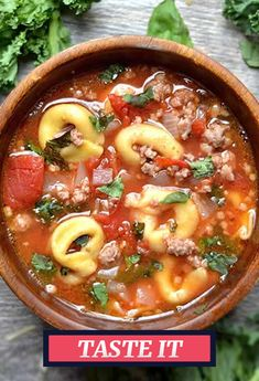 An Easy Winter Dinner Classic: Tortellini Soup with Italian Sausage and Kale Cooker Recipes, Crockpot Recipes, Soup Recipes, Dinner Recipes, Healthy Recipes, Italian Sausage Soup, Turkey Sausage, Sausage Crockpot, Tortellini Soup
