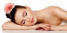 Gün içinde uygulanacak birkaç küçük işlem ve basit adımlarla cildinizin pürüzsüz ve ışıltılı görünmesini sağlayabilirsiniz. Günlük rutin içinde bol su içmeye, cildinizi nemlendirmeye, makyaj temizliğini düzenli yapmaya, düzenli uyumaya dikkat ederek basit önlemler almak mümkündür.  Cilt Temizliğ...