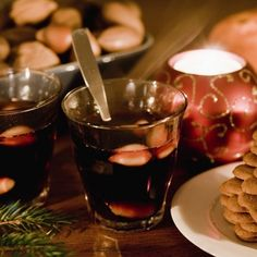 Celebrating Advent with glögg and pepparkakor.