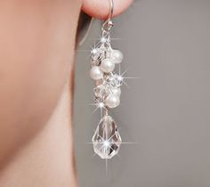Bridal Earrings Pearl and Crystal Drop por somethingjeweled en Etsy