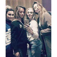 i.am.agnes.blue/2016/10/23 11:34:26/girls.   #vintage #thebeatles #grunge #instax #alternative #flowers #pale #vsco #vscocamphotos #alexturner #mattyhealy #the1975 #polaroid #fashion #twentyonepilots #theneighbourhood #aesthetic #arcticmonkeys #inspiration #instadaily #girls #girlpower #musicfestival #music #tumblrphotos #tumblraesthetic #tumblrgirl #tumblr #party #art