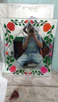 Fancy Mirrors, Window Glass Design, Quirky Bathroom, Etched Glass Door, Mirror Border, Door Design Interior, Mirror Painting, Border Design, Diy Frame
