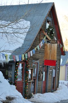 The Secret Stash in Crested Butte, CO, has fantastic wings, pizza and dirty martinis. Great for apres ski!