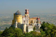 Descubre Sintra y todos sus secretos a voces | Via viajar | 4/11/2014 A apenas 30 kilómetros de Lisboa, Sintra es un regalo para los sentidos, una villa llena de encanto que no deja indiferente al visitante.  #Portugal