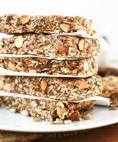 Nu het land gehuld is in koning winter grijpen we steeds vaker naar ongezonde snacks. Toch willen we die extra winterkilo's tot een minimum beperken. Deze