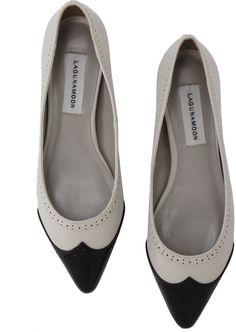 ポインテッドトウで女らしく。LagunaMoon メダリオン フラットシューズ / pointed toe flats on shopStyle