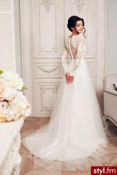 Suknie ślubne Ślub Moda Wedding Wows, Modest Wedding, Cheap Wedding Dress, Dream Wedding Dresses, Designer Wedding Dresses, Bridal Dresses, Bridesmaid Dresses, Wedding Dress Gallery, Wedding Dress Sleeves