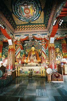 photos of buddhist alters Tibetan Symbols, Tibetan Art, Tibetan Buddhism, Buddhist Shrine, Buddhist Temple, Buddhist Art, Bhutan, Altar, Nepal