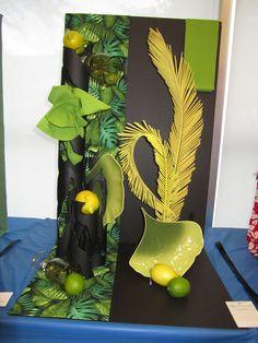 flower show exhibition table Flower Centerpieces, Flower Decorations, Christmas Decorations, Table Decorations, Garden Show, Garden Club, Table Arrangements, Floral Arrangements, Contemporary Flower Arrangements