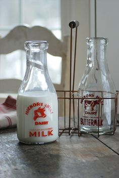 farmhouse musings: New! Milk Bottle Carrier with Vintage Style Milk B. Old Milk Bottles, Vintage Milk Bottles, Milk Cans, Bottles And Jars, Hot Sauce Bottles, Glass Bottles, Bottle Of Milk, Bottle Carrier, Vintage Kitchen