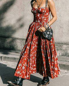 Vestido de verão com coturno  @streetrends