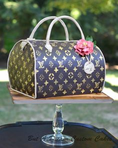 Louis Vuitton Handbags 2015 New Collection Big Discount Love Louis Vuitton Outlet From Here It Is Best Choice As A Friend Gift. Shoe Box Cake, Shoe Cakes, Lv Handbags, Louis Vuitton Handbags, Vuitton Bag, Fashion Handbags, Handbag Cakes, Purse Cakes, Cupcakes
