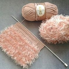 Fotoğraf açıklaması yok. Baby Clothes Patterns, Crochet Baby Clothes, Baby Knitting Patterns, Knitting Stitches, Diy Crochet And Knitting, Knitting For Kids, Baby Fashionista, Sewing Lessons, Baby Sweaters