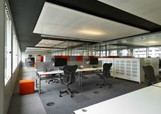 Working at a Ahrend Four_Two desk. Next to your collegue, so easy for quick consultation Interior Lighting, Ceiling Lights, Workspaces, Bed, Table, Interiors, Furniture, Easy, Home Decor