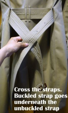 How-To-Tie-a-Burberry-Belt-Knot-3