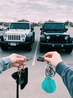 New future cars goals jeep wranglers 43 Ideas Auto Jeep, Jeep Jeep, Jeep Truck, Bmw Cars, Cute Friend Pictures, Best Friend Pictures, My Dream Car, Dream Cars, Truck Accessories