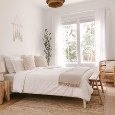 Neutral Bedroom Decor, Airy Bedroom, Neutral Bedrooms, Room Ideas Bedroom, Home Decor Bedroom, Bedroom Apartment, Serene Bedroom, Neutral Bedding, Calm Bedroom