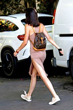 Find images and videos about kendall jenner and new on We Heart It - the app to get lost in what you love. Kendall E Kylie Jenner, Kardashian Jenner, Estilo Jenner, Louis Vuitton Backpack, Louis Backpack, Jenner Style, Looks Vintage, All About Fashion, Fashion Outfits