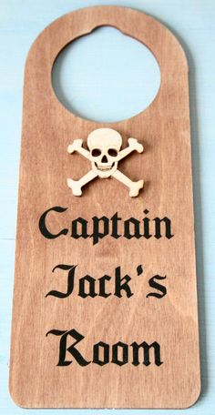 personalised boys pirate room signs and plaques uk http://www.gemmajanedesigns.co.uk