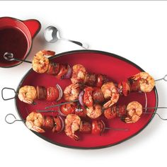 grilled shrimp These delicious kebabs are a Spanish take on surf and turf. Because the skewers aren't on the grill long enough to cook fresh sausages, fully cooked sausages are used her Marinated Shrimp, Grilled Shrimp Recipes, Shrimp Recipes Easy, Keto Recipes, Shrimp Skewers, Skewer Recipes, Dinner Recipes, Healthy Recipes, Picnic Dinner