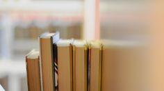 Efter att ha varit stängt på grund av vattenskada öppnar biblioteket i tillfälliga utrymmen 8.2. Då biblioteket flyttar tillbaka i höst är det meningen att samtidigt ta i bruk ny teknik som tillåter kunder att låna böcker också utanför öppettiderna.