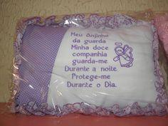 Travesseiro para recem - nascido na cor rosa,lilás ,azul,tecido de algodão com enchimento anti-alérgico, com frases bordadas , poderá também ter o nome do seu filho sob encomenda 20 dias para entrega.