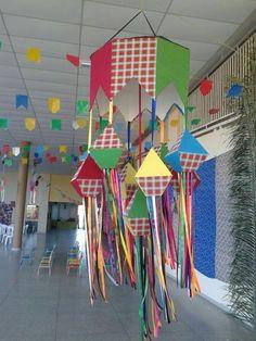 Ideias de decoração para festas juninas - Bibliotecas do Brasil Simple Birthday Decorations, School Decorations, Halloween Decorations, Diy And Crafts, Crafts For Kids, Arts And Crafts, Paper Crafts, Classroom Crafts, Preschool Crafts