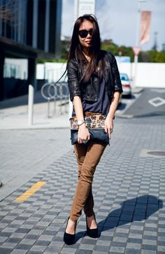 Love her blog!!  She's got great taste that inspires me to search for items she posts.