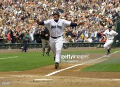 oct-2001-edgar-martinez-of-the-seattle-mariners-score-the-first-run-picture-id530367 (488×354)