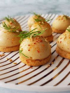 Bites mini-spheres with hummus - Trend Appetizer Fine Dining 2019 Vegan Appetizers, Appetizers For Party, Appetizer Recipes, Hummus, Brunch, Best Party Food, Mini Cheesecakes, Food Plating, Cocktail Recipes