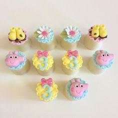 Bolo Da Peppa Pig, Peppa Pig Birthday Cake, 3rd Birthday, Pig Cupcakes, Pretty Cupcakes, Cupcake Cakes, Matilda Cake, Aniversario Peppa Pig, Pig Party