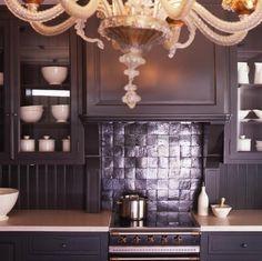 Chique zwarte klassieke keuken, kan toch modern zijn