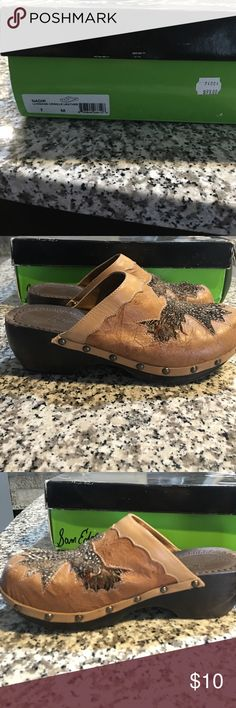Sam Edelman luggage crinkle clogs with feathers! Adorable clogs. Size 7. Real feathers decorating the bird design on top. Fantastic condition. Original box. Wooden bottom with rubber on toe and heel to prevent slipping. Sam Edelman Shoes Mules & Clogs