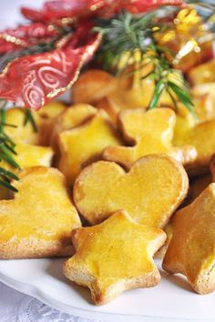 Biscuits sablés de Noël – recette facile Ingredients for 50 shortbread cookies 250 g flour 125 g sugar 125 g softened butter 50 g almond powder 1 egg + 3 yolks 1 tbsp. Easy Christmas Cookie Recipes, Christmas Cooking, Christmas Ideas, Biscuit Cookies, Shortbread Cookies, Desserts With Biscuits, Christmas Biscuits, Sweet Recipes, Easy Meals