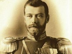 De leider van Rusland tijdens de eerste wereldoorlog was Tsaar Nikolaas II. Hij is geboren op 18 mei 1868. Hij regeerde met de harde hand, alleen er was veel armoede en Rusland liep in die tijd achter met de industrialisatie van het land. in de februarirevolutie werd de Tsaar afgezet omdat het volk wilde dat de oorlog zou stoppen. Om ervoor te zorgen dat er geen Tsaar meer aan de macht zou komen lieten de rebellen de hele Tsaar familie vermoorden. Hij stief op 17 juli 1918.