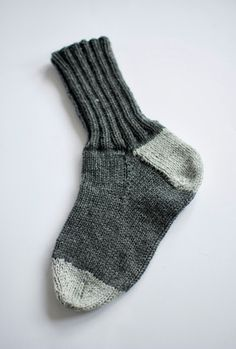 jojo kan själv: sticka sockor Knitting Socks, Free Knitting, Knitted Hats, Crochet Cardigan, Knit Or Crochet, Gudrun, Slippers, Baby Knitting Patterns, Crochet Clothes