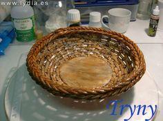"""Porcelana Fria: Como hacer Cesta / Cold porcelain """"How to make a basket"""" Clay Tutorials, Miniature Tutorials, Free Tutorials, Making Baskets, Air Dry Clay, Paper Clay, Cold Porcelain, Clay Projects, Dollhouse Miniatures"""