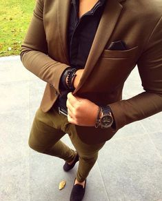 You need a watch thats fits perfectly to an outfit like this? Check out our gentlemans watchstore: www.gentlemenstime.com #suits #gentleman #style #watch