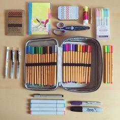 Quem é apaixonado por papelaria criativa levanta a mão! o/ E a volta às aulas é a inspiração para essas 30 imagens de material escolar Tumblr que garimpamos na rede de compartilhamento de imagens. Vale conferir e se inspirar (ou apenas admirar) essas lindezas! + Veja como fazer um planner em casa com caderno brochura + Como ...