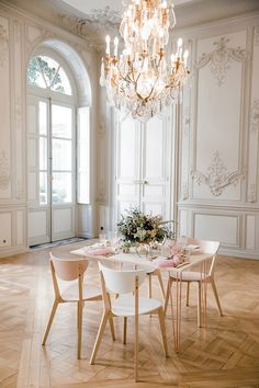 Hôtel de la Tresne, Bordeaux Blush Wedding planned by Elle Imagine. Bride wore blush two piece gown from Confidentiel Création. Captured by Sarah Miramon Thanksgiving Table Settings, Holiday Tables, Christmas Tables, Christmas Christmas, Beautiful Hotels, Beautiful Space, Pink Wedding Colors, French Living Rooms, French Wedding Style