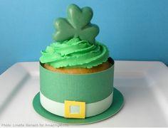 Leprechaun hat cupcakes;)