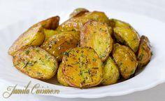 Cartofi la cuptor / C - Asociatia Veganilor din Romania Romanian Food, Pinterest Recipes, Health Diet, Potato Recipes, Baked Potato, Breakfast Recipes, Bacon, Good Food, Food And Drink