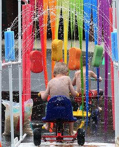 I've seen this before...I think we will have this at our end of the school year/start of summer playgroup blow-out party that I WILL be having...since we will be moving very shortly after that! :(