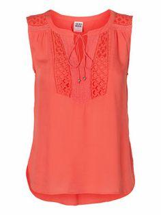 Cute summer top from VERO MODA! #veromoda #coral #pink #top #summer #fashion